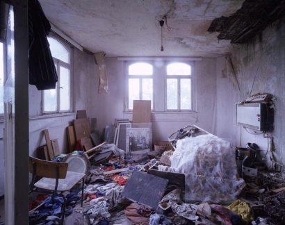 Claudia-Vitari-VICE-VERSA-Kupelzimmer-2004.jpg