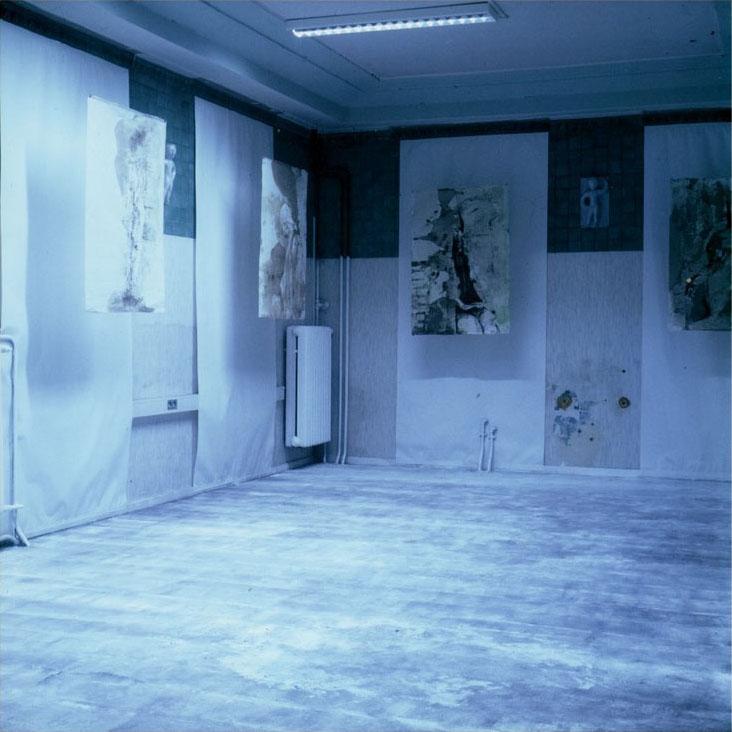 Claudia-Vitari-Zeitloesigkeit-Installation-at-Wittekindbad-HalleSaale-2000.jpg